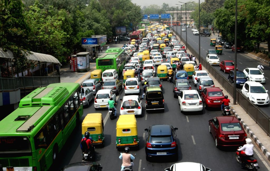 New Delhi: A view of Delhi traffic on the fifth day of implementation of odd-even traffic scheme aimed at battling pollution in New Delhi on April 19, 2016. (Photo: IANS)