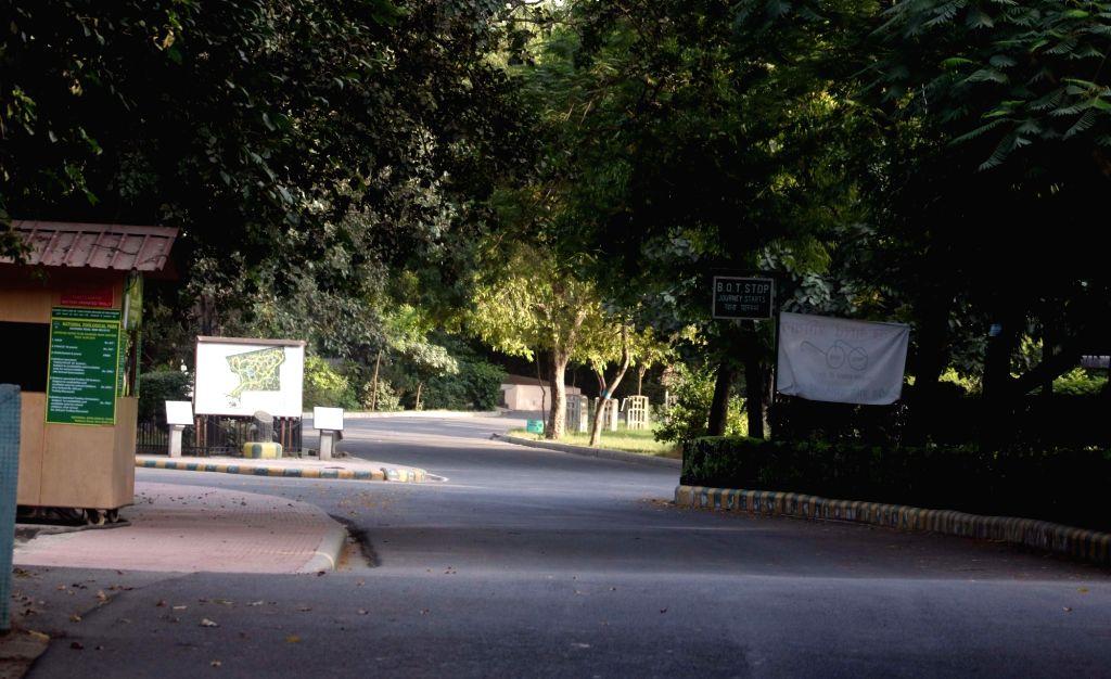 New Delhi: A view of deserted Delhi Zoo after bird flu scare in New Delhi on Oct 22, 2016. (Photo: IANS)