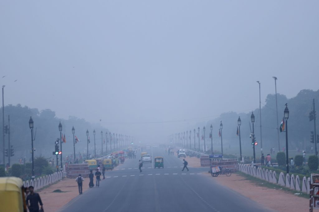 New Delhi:  A view of Rajpath engulfed in smog, in New Delhi on Oct 29, 2019. (Photo: IANS)