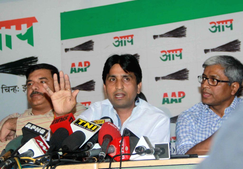 Aam Aadmi Party (AAP) leaders Sanjay Singh, Kumar Vishwas and Ashutosh during a press conference in New Delhi on April 21, 2015. - Sanjay Singh