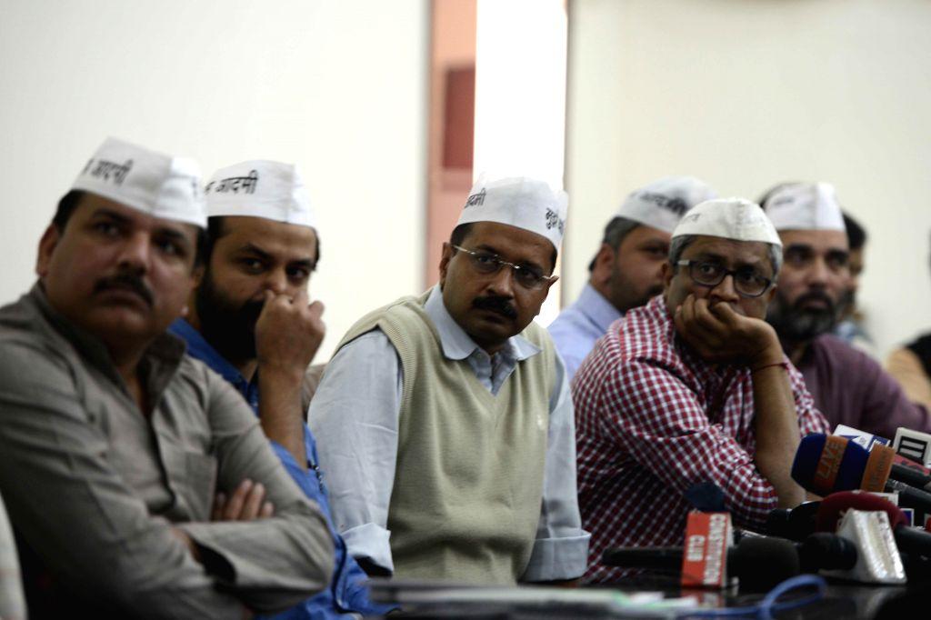 Aam Aadmi Party (AAP) leaders Sanjy Singh, Ashish Khetan, Arvind Kejriwal, Ashutosh and Gopal Rai during a press conference in New Delhi, on Nov 12, 2014. - Sanjy Singh, Arvind Kejriwal and Gopal Rai