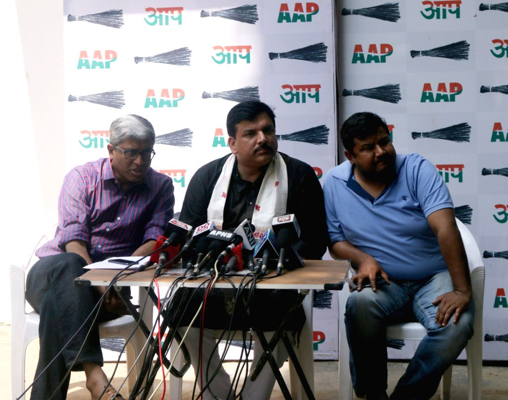 Aam Aadmi Party leaders Sanjay Singh and Ashutosh addressing a press conference at party office in New Delhi on April 13, 2015. - Sanjay Singh