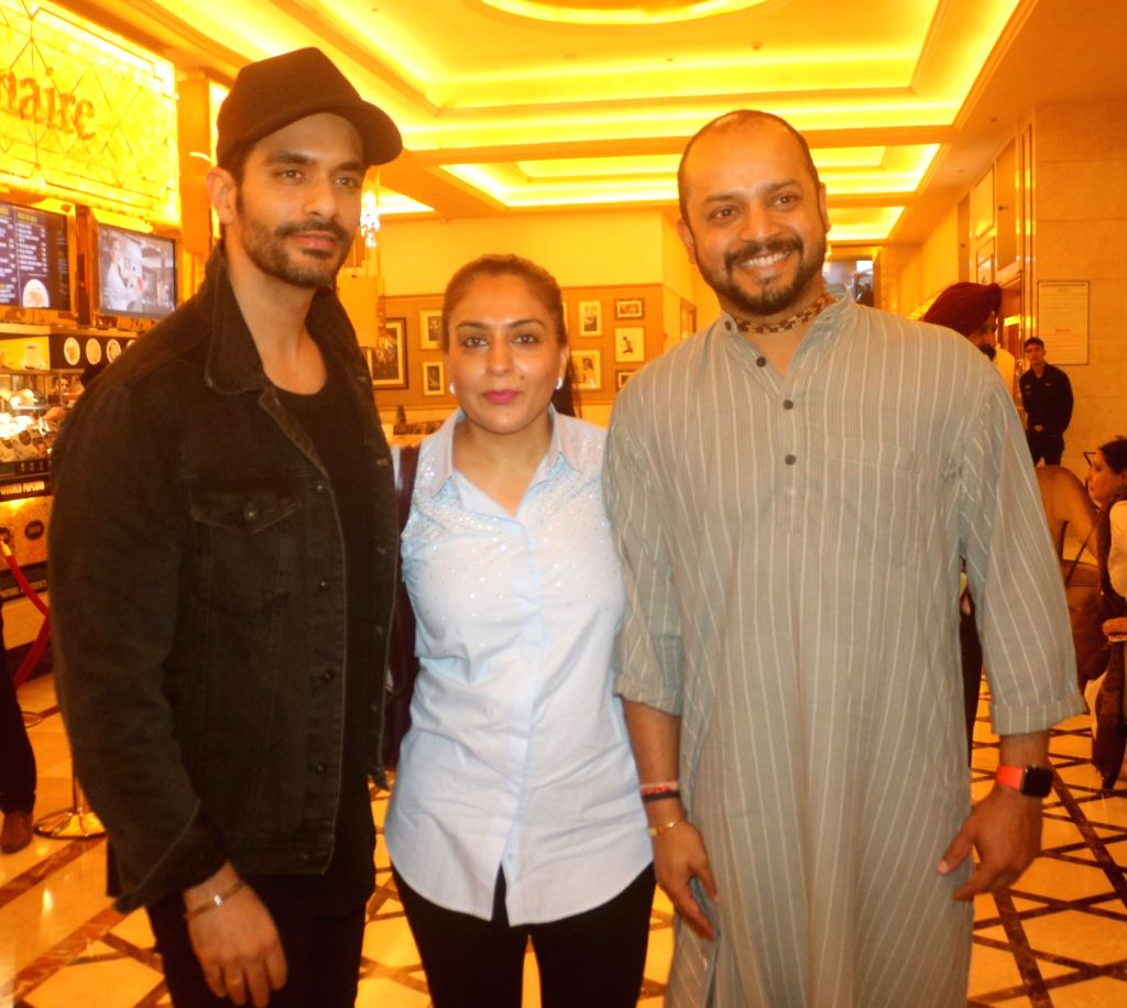 """New Delhi: Actor Angad Bedi and former India cricketer Murali Kartik along with his wife Shweta Kartik at the special screening of film """"Soorma"""" in New Delhi on July 19, 2018. - Angad Bedi"""