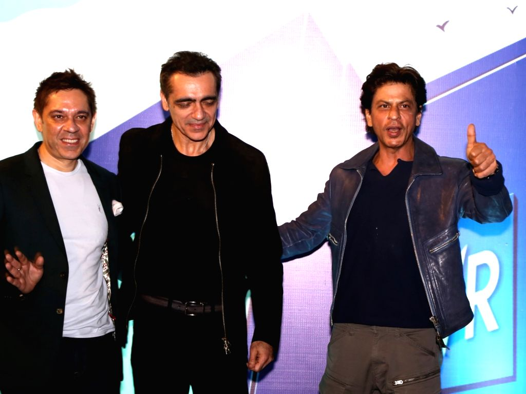 New Delhi: Actor Shah Rukh Khan during the curtail fall at PVR Anupam in New Delhi on Oct 24, 2019. Also seen PVR Ltd. Chairman and Managing Director Ajay Bijli and Joint Managing Director ... - Shah Rukh Khan
