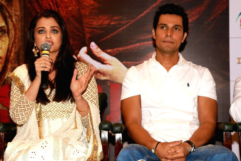 "New Delhi: Actors Aishwarya Rai Bachchan and Randeep Hooda during a press conference to promote their film ""Sarbjit"" in New Delhi, on May 20, 2016. - Aishwarya Rai Bachchan and Randeep Hooda"