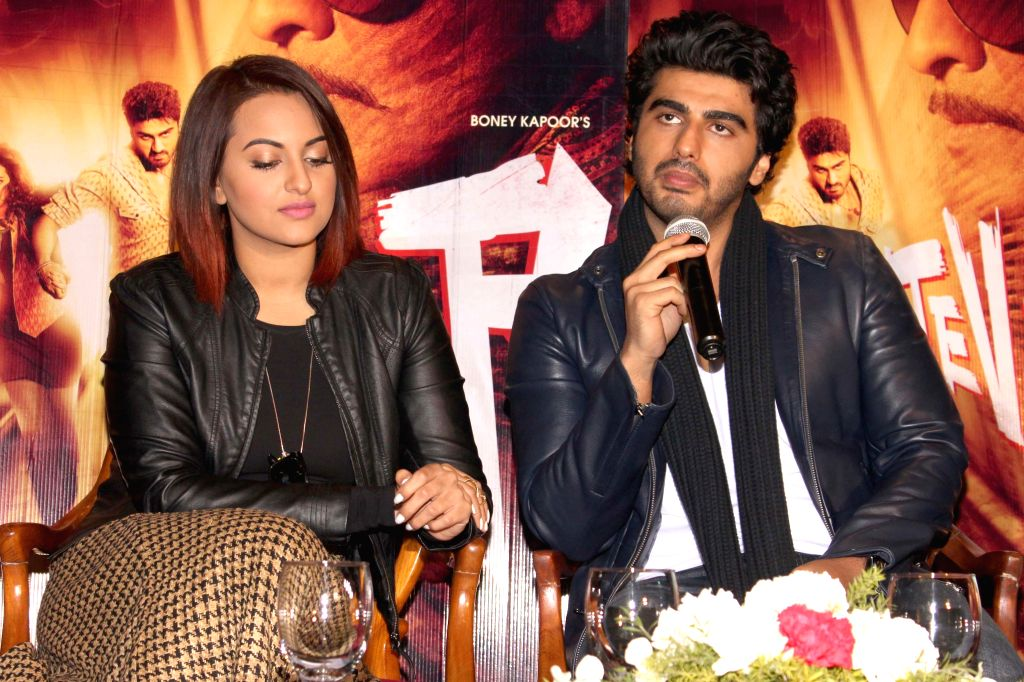 Actors Arjun Kapoor and Sonakshi Sinha during a press conference to promote their upcoming film `Tevar` in New Delhi, on Jan 4, 2015. - Arjun Kapoor and Sonakshi Sinha