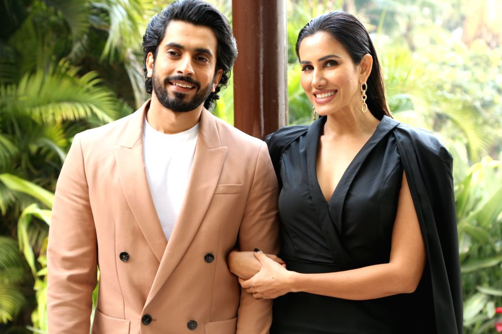 """New Delhi: Actors Sunny Singh and Sonnalli Seygall during the promotions of their upcoming film """"Jai Mummy Di"""" in New Delhi on Jan 14, 2020. (Photo: Amlan Paliwal/IANS) - Sunny Singh and Sonnalli Seygall"""