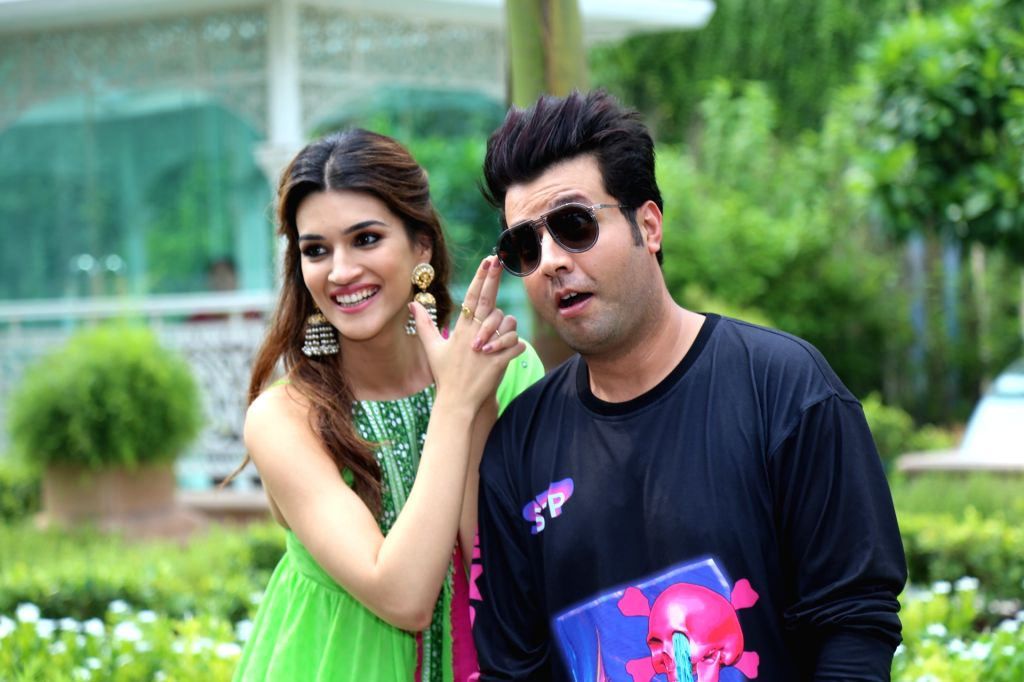 "New Delhi: Actors Varun Sharma and Kriti Sanon during the promotion of their upcoming film ""Arjun Patiala"" in New Delhi, on July 23, 2019. (Photo: Amlan Paliwal/IANS) - Varun Sharma and Kriti Sanon"