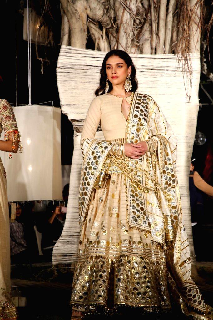 New Delhi: Actress Aditi Rao Hydari walks on the ramp for fashion designers Abu Jani and Sandeep Khosla' show Khadi Goes Global - celebrate 100 years of Khadi, in New Delhi on Feb. 21, 2019. (Photo: IANS) - Aditi Rao Hydari