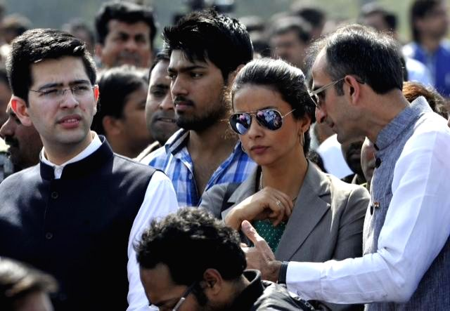 Actress and Aam Aadmi Party (AAP) worker Gul Panag with other party workers during the swearing-in ceremony of Delhi Chief Minister Arvind Kejriwal at Ramlila Maidan in New Delhi, on Feb .. - Arvind Kejriwal