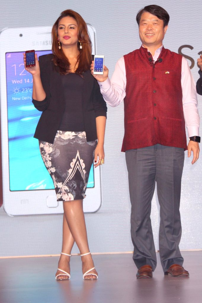 Actress Huma Qureshi with Samsung CEO Hyun Chil Hong at the launch of Samsung Z1 in New Delhi, on Jan 14, 2015.