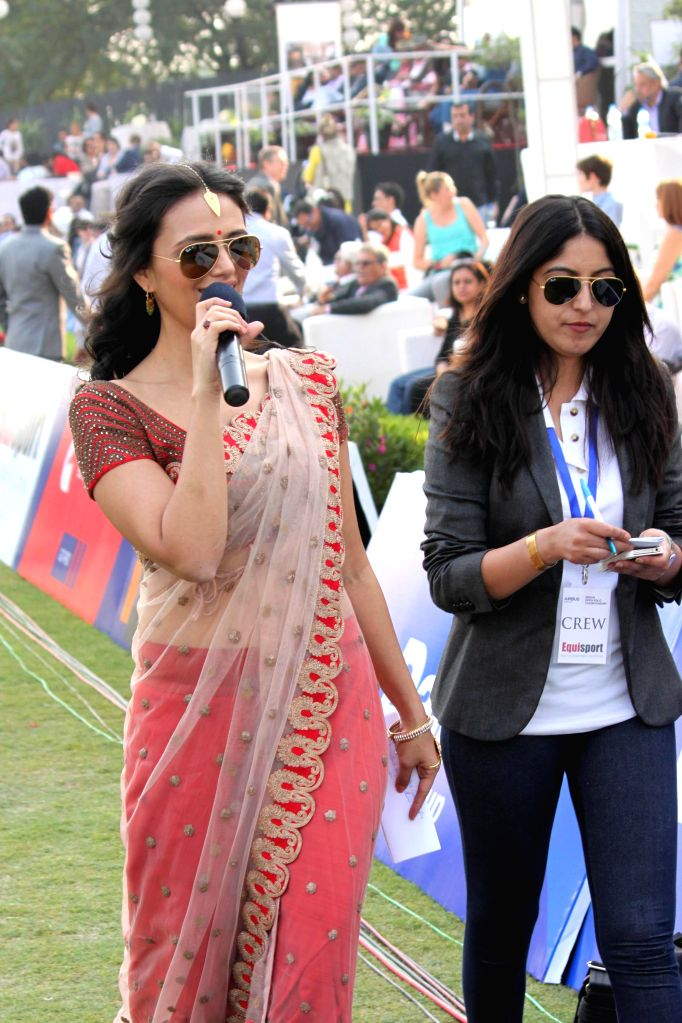 Actress Roshni Chopra witnesses the final match of Indian Open Polo Championship 2014 between Sahara Warrior and Jindal Panther in New Delhi, on Nov 16, 2014. - Roshni Chopra