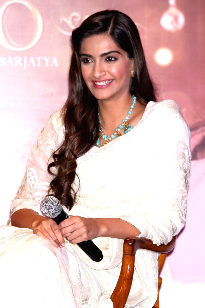 : New Delhi: Actress Sonam Kapoor during a press conference organised to promote his upcoming film `Prem Ratan Dhan Payo` in New Delhi on Nov. 4, 2015. . - Sonam Kapoor and Salman Khan