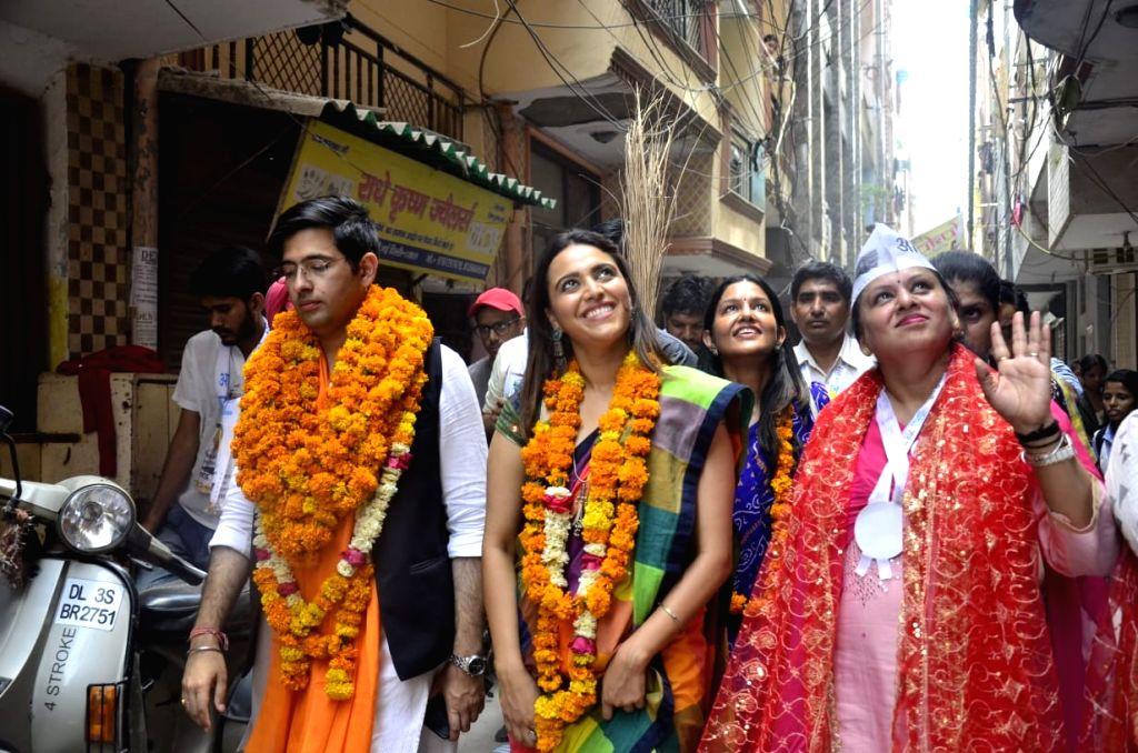 New Delhi: Actress Swara Bhaskar campaigns for AAP's Lok Sabha candidate from South Delhi, Raghav Chadha ahead of the 2019 Lok Sabha elections, in New Delhi on May 9, 2019. (Photo: IANS) - Swara Bhaskar