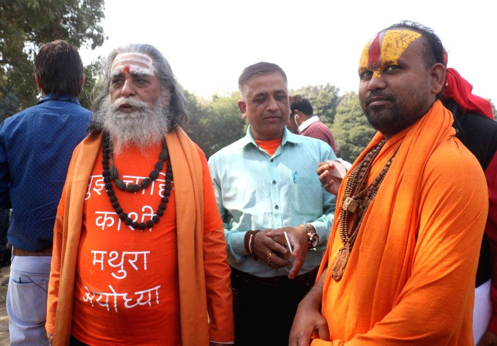 New Delhi: Akhil Bhartiya Hindu Mahasabha President Nand Kishore Mishra and Nirmohi Akhada Mahant Sitaram Das at Supreme Court lawn during the hearing of the Ram Janmabhoomi-Babri Masjid ... - Nand Kishore Mishra