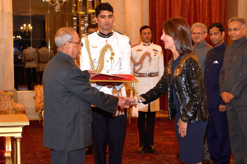 New Delhi: Ambassador-designate of the Republic Costa Rica Mariela Cruz Alvarez presents her credentials to President Pranab Mukherjee at Rashtrapati Bhavan in New Delhi on May 17, 2017. - Pranab Mukherjee