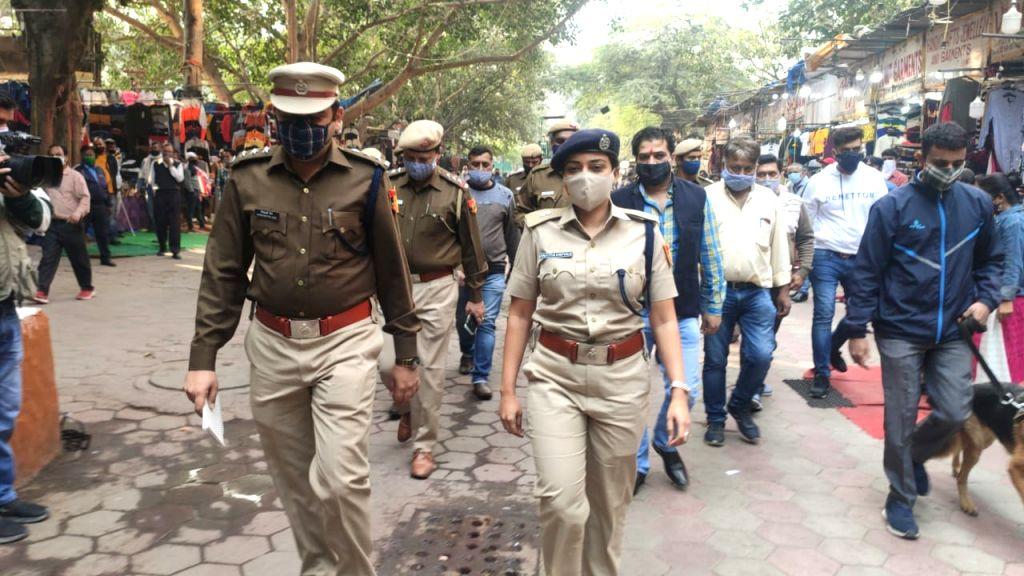 New Delhi: Amid Diwali rush, Delhi police amplifies security in busy markets in New Delhi on November 13, 2020. (Photo: IANS)