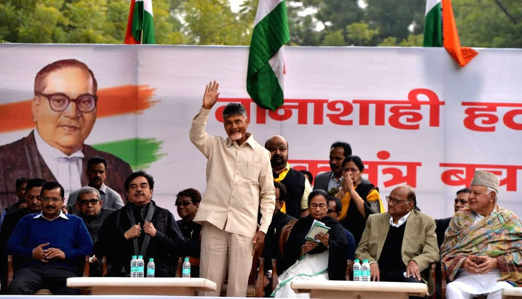 New Delhi: Andhra Pradesh Chief Minister and TDP supremo N. Chandrababu Naidu waves at the crowd during a sit-in protest against the central government at Jantar Mantar, in New Delhi, on Feb 13, 2019. Also seen Delhi Chief Minister and AAP leader Arv - N. Chandrababu Naidu, Arvind Kejriwal, Shatrughan Sinha and Mamata Banerjee
