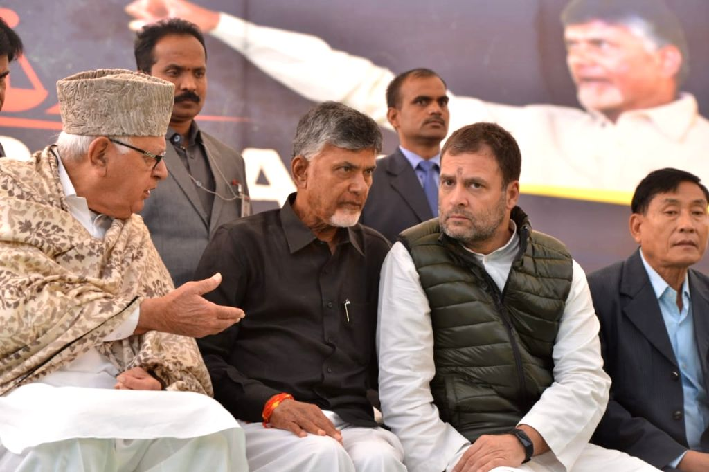 New Delhi: Andhra Pradesh Chief Minister N. Chandrababu Naidu sitting on a dharna demanding special category status for Andhra Pradesh at AP Bhawan, New Delhi on Feb. 11, 2019.  Congress president Rahul Gandhi and National Conference leader Farooq Ab - N. Chandrababu Naidu and Rahul Gandhi