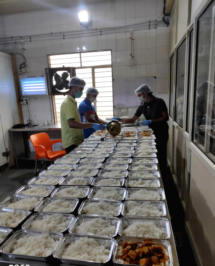 New Delhi, April 13 (IANS) It's 4 p.m. and the cook and helpers have started preparing the dinner at the SKV School in Ghazipur, Delhi, under the supervision of R. Ravi Chandran, who is acting as the warden of the night shelter.