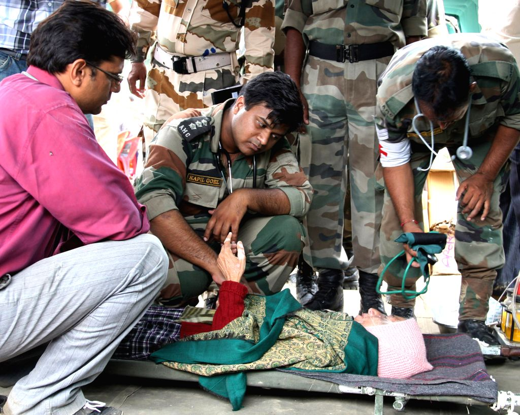 New Delhi, April 17 (IANS) Amid the country's battle against the coronavirus, over 1,000 retired Army Medical Corps officers and paramedical staff have volunteered to once again serve at armed forces hospitals in their respective home stations whenev