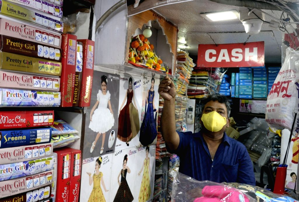 """New Delhi, April 26 (IANS) The Confederation of All India Traders (CAIT) on Sunday said that """"confusion"""" is preventing traders from opening shops even following the orders issued by Ministry of Home Affairs and various state governments."""