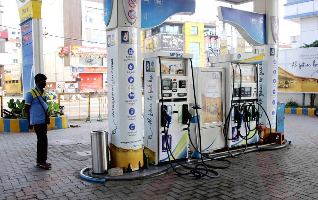 New Delhi, April 5 (IANS) Demand for fuel at doorstep from bulk and stationed equipment users has increased during lockdown period in the National Capital Region, according to a statement by Hamsafar, a doorstep fuel provider. (File Photo IANS)