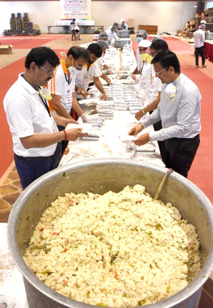 New Delhi, April 9 (IANS) With thousands of poor and daily-wagers stuck in Delhi amid the 21-day nationwide lockdown due to coronavirus scare, the Constitution Club of India too has chipped in to feed the hungry, supplying meals thrice a day for over