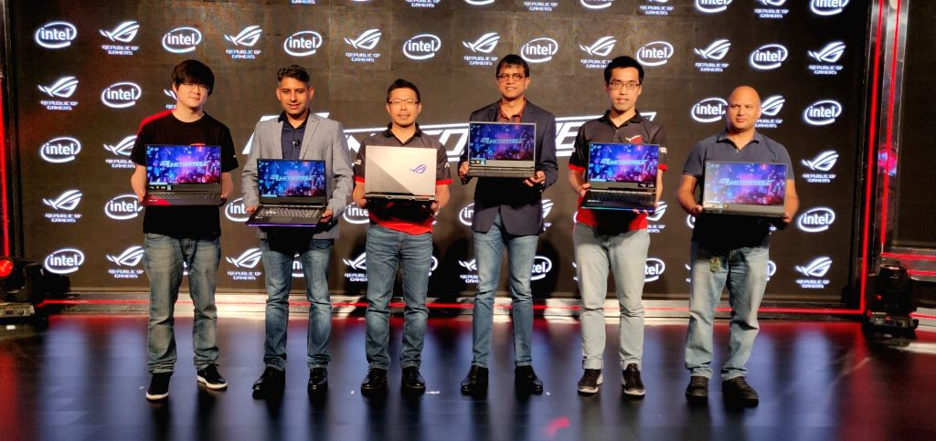 New Delhi: Asus India Country Product Manager David Chu, Flipkart Head of private label business Adarsh Menon, Asus Regional Head India and South Asia Leon Yu, Intel India Vice President and Managing Director (Sales and Marketing) Prakash Mallya, Asu - Adarsh Menon and Prakash Mallya