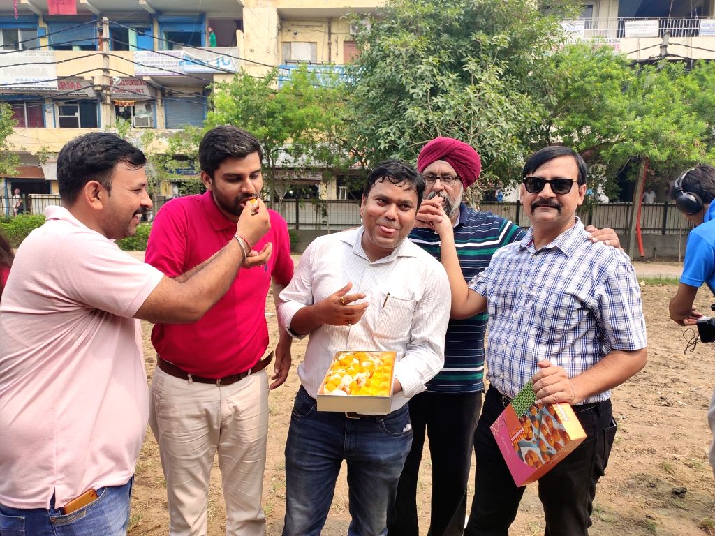 New Delhi: Beleagured buyers of Amrapali Group, celebrate after the Supreme Court cancelled the real estate company's RERA registration and appointed state-run National Buildings Construction Corporation Limited (NBCC) to complete all its pending pro