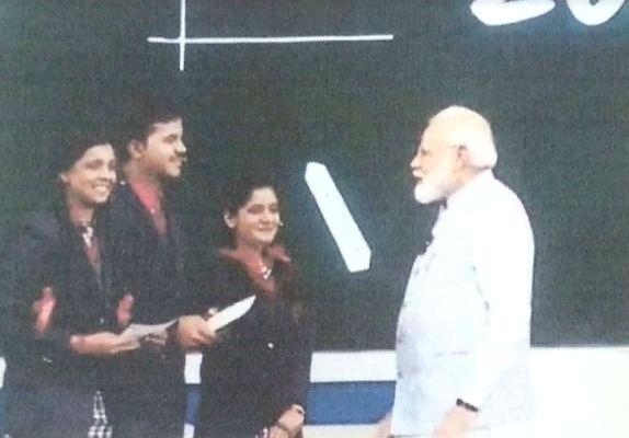 "New Delhi/Bengaluru: Hridya Nair (left) with Prime Minister Narendra Modi and two other anchors during the ""Parisha pe Charcha"" programme at Talkatora Stadium in New Delhi on Monday. (Photo: IANS) - Narendra Modi"