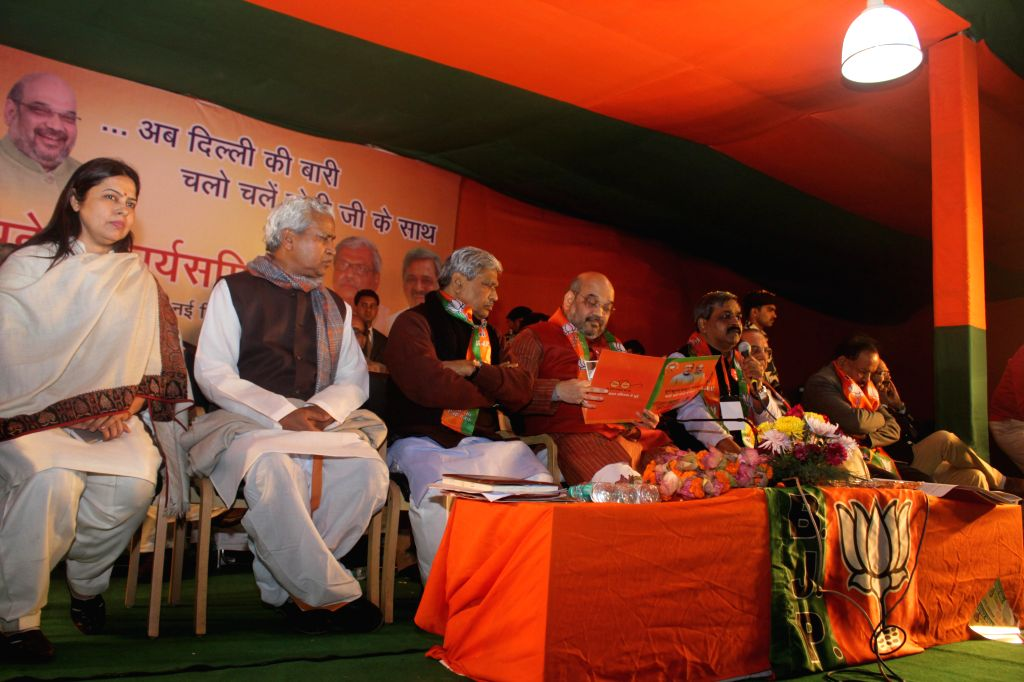 BJP chief Amit Shah, Delhi BJP chief Satish Upadhyay, party MP Meenakshi Lekhi and others during a party programme in New Delhi, on Dec 30, 2014. - Satish Upadhyay