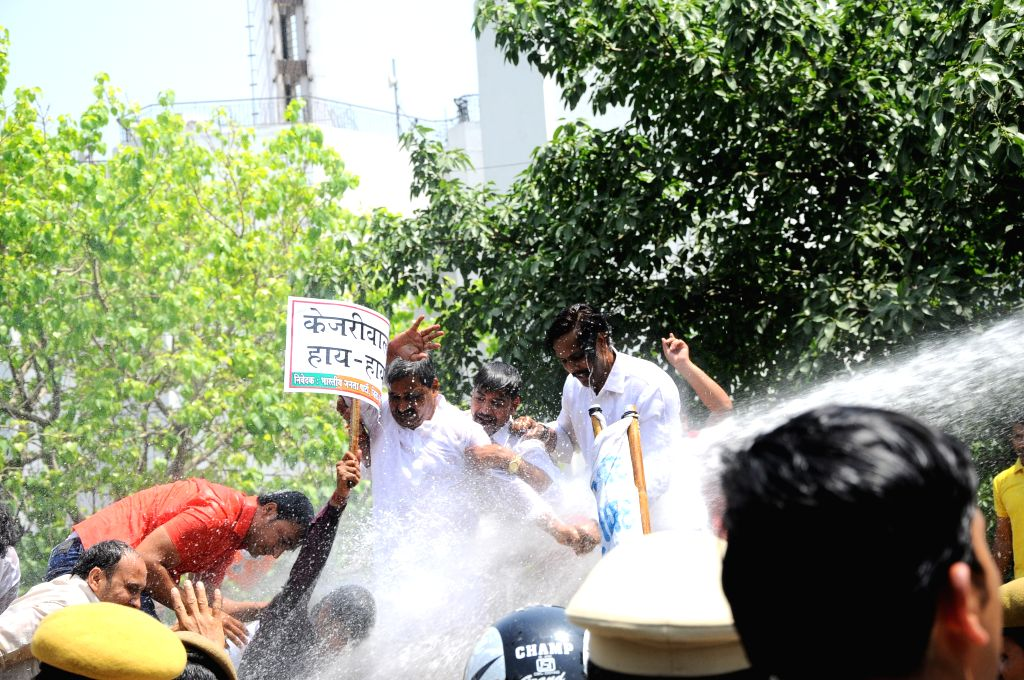 BJP leader Satish Upadhyay and others participate in a demonstration organised to protest against a farmer's suicide at the venue of Aam Aadmi Party (AAP) rally in New Delhi on April 23, ... - Satish Upadhyay
