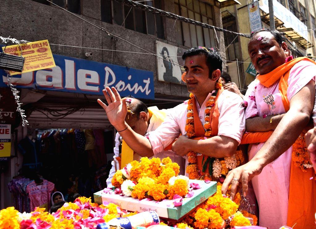 New Delhi: BJP's Lok Sabha candidate from East Delhi, Gautam Gambhir during a roadshow ahead of the 2019 Lok Sabha elections, in New Delhi on April 26, 2019. (Photo: IANS)