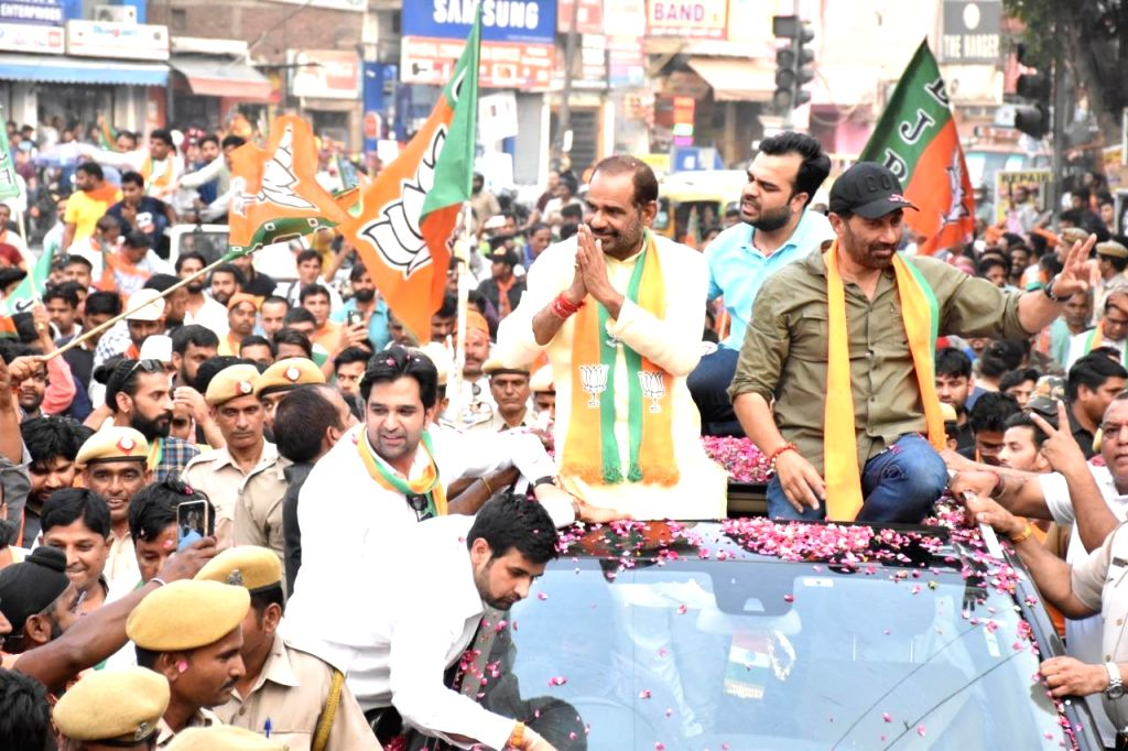 New Delhi: BJP's Lok Sabha candidate from Gurdaspur, Sunny Deol participates in a roadshow as he campaigns for party's South Delhi MP Ramesh Bidhuri for the forthcoming Lok Sabha elections, in New Delhi on May 9, 2019. (Photo: IANS)