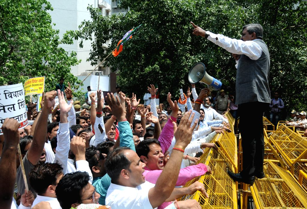 BJP workers led by Delhi BJP chief Satish Upadhyay stage a demonstration Delhi Chief Minister Arvind Kejriwal in New Delhi on May 1, 2015. - Arvind Kejriwal and Satish Upadhyay