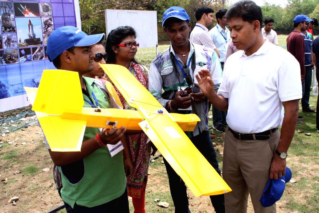 Boeing India president Pratyush Kumar with the finalists of `Aero-modelling Competition` at IIT Delhi in New Delhi on April 11, 2015. - Pratyush Kumar