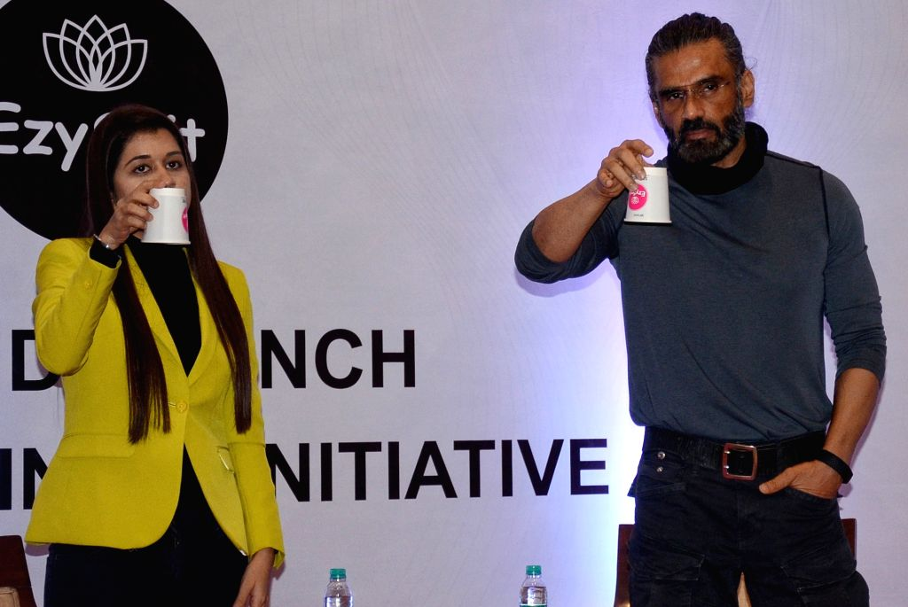 New Delhi : Bolltwood Actor Suniel Shetty with ezyspit co founder Ritu Malhotra pose for photographs during the spit Free India campaign in New Delhi on Sunday October 03, 2021. - Suniel Shetty and Ritu Malhotra