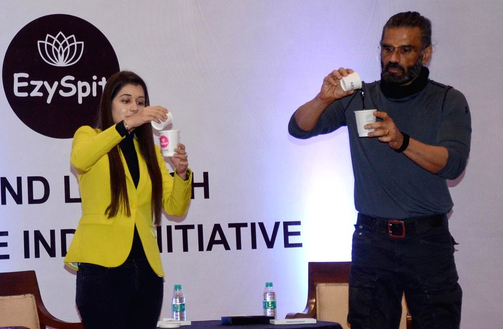 New Delhi : Bollywood Actor Suniel Shetty with ezyspit co founder Ritu Malhotra pose for photographs during the spit Free India campaign in New Delhi on Sunday October 03, 2021. - Suniel Shetty and Ritu Malhotra