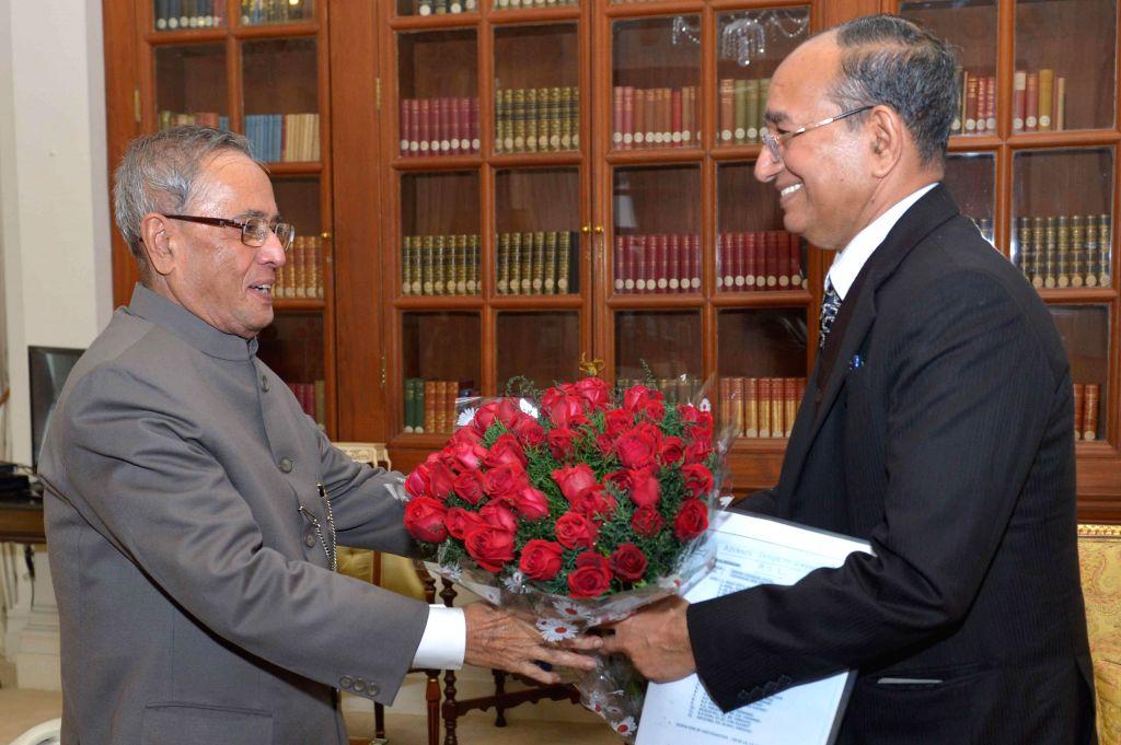 Chief Election Commissioner V.S. Sampath calls on President Pranab Mukherjee at Rashtrapati Bhavan in New Delhi, on Jan 13, 2015. - Pranab Mukherjee