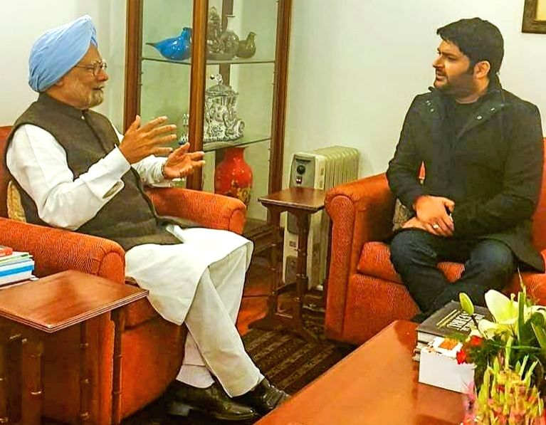 New Delhi: Comedian-actor-producer Kapil Sharma meets Former Prime Minister Manmohan Singh in New Delhi, on Feb 5, 2019. (Photo: Twitter/@KapilSharmaK9) - Manmohan Singh and Kapil Sharma
