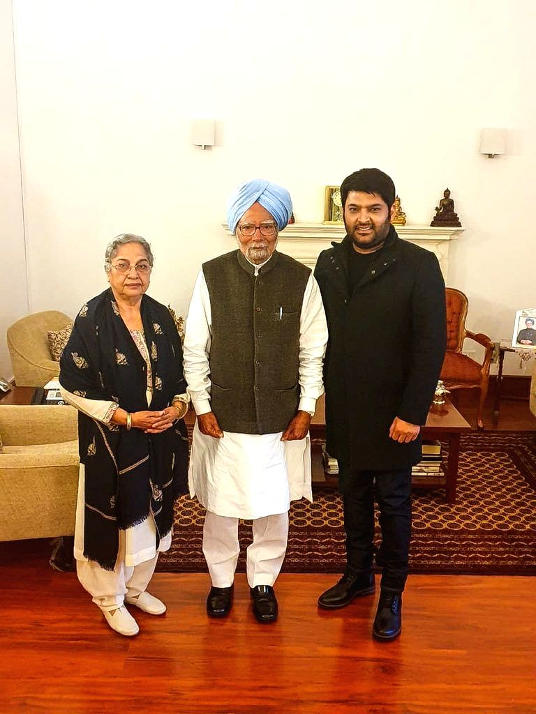New Delhi: Comedian-actor-producer Kapil Sharma meets Former Prime Minister Manmohan Singh and his wife Gursharan Kaur in New Delhi, on Feb 5, 2019. (Photo: Twitter/@KapilSharmaK9) - Manmohan Singh, Kapil Sharma and Gursharan Kaur
