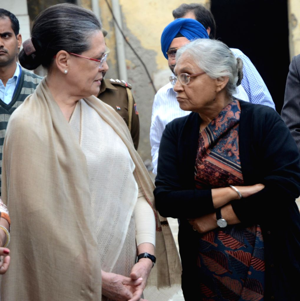 Congress chief Sonia Gandhi and Sheila Dikshit at the funeral of prominent journalist and writer Vinod Mehta in New Delhi, on March 8, 2015. - Sonia Gandhi and Sheila Dikshit