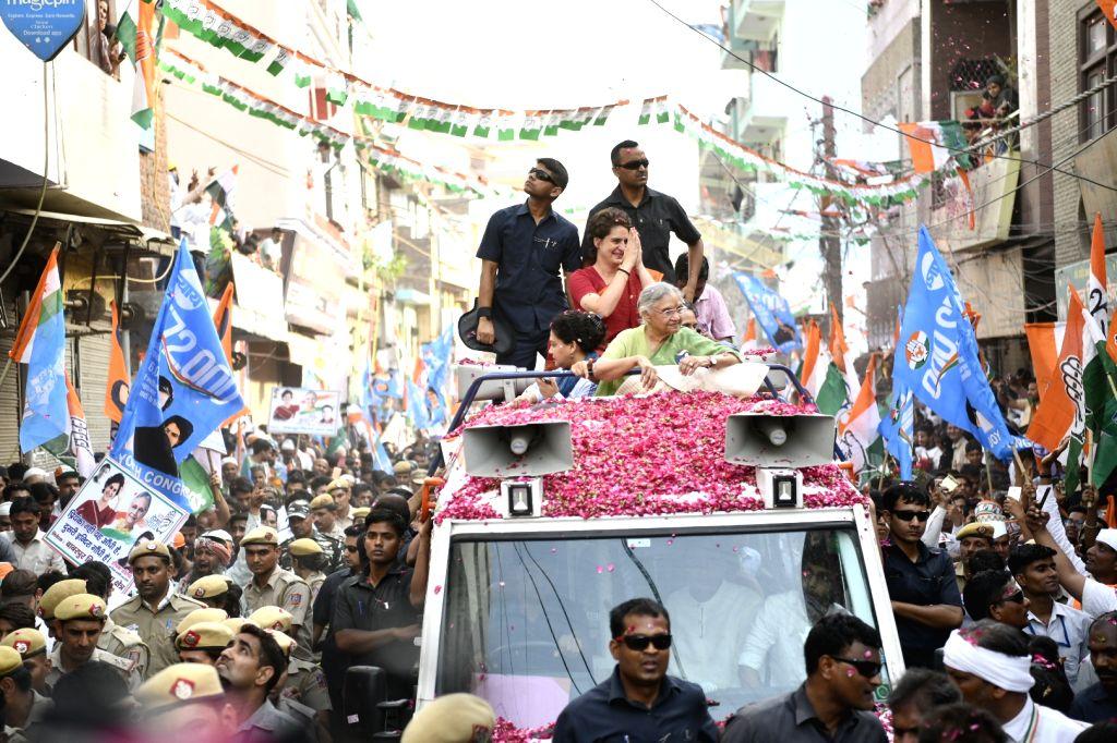 New Delhi: Congress General Secretary (Uttar Pradesh East) Priyanka Gandhi Vadra participates in a roadshow as she campaigns for the party's Lok Sabha candidate from East Delhi, Sheila Dikshit ahead of the 2019 Lok Sabha elections, in New Delhi on Ma - Priyanka Gandhi Vadra and Sheila Dikshit