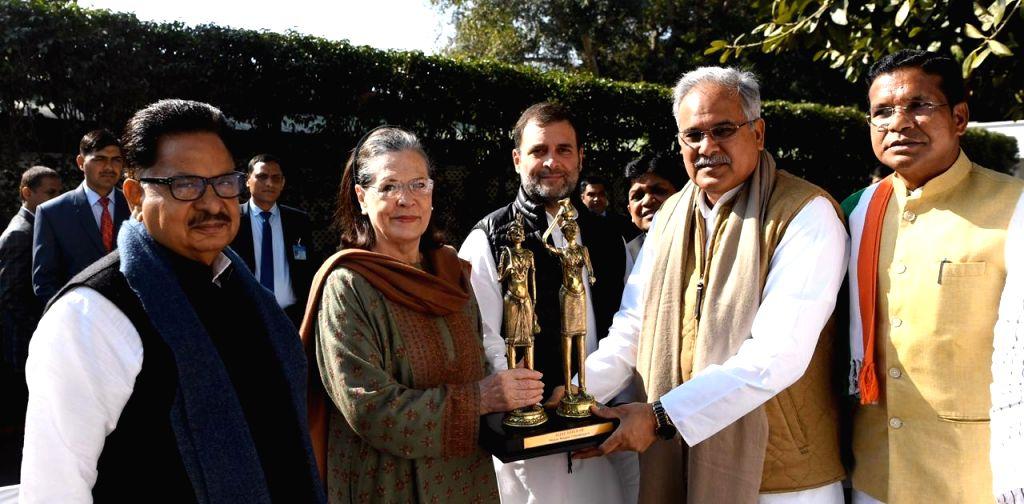 New Delhi: Congress Interim President Sonia Gandhi and her son and party leader Rahul Gandhi meet Chhattisgarh Chief Minister Bhupesh Baghel, in New Delhi on Jan 24, 2020. Also seen Congress leader PL Punia. (Photo: IANS) - Bhupesh Baghel, Sonia Gandhi and Rahul Gandhi