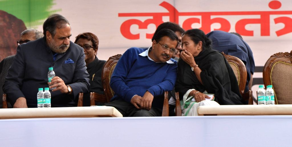 New Delhi: Congress leader Anand Sharma, Delhi Chief Minister and AAP leader Arvind Kejriwal and West Bengal Chief Minister and Trinamool Congress supremo Mamata Banerjee  during a sit-in protest against the central government at Jantar Mantar, in Ne - Anand Sharma, Arvind Kejriwal and Mamata Banerjee