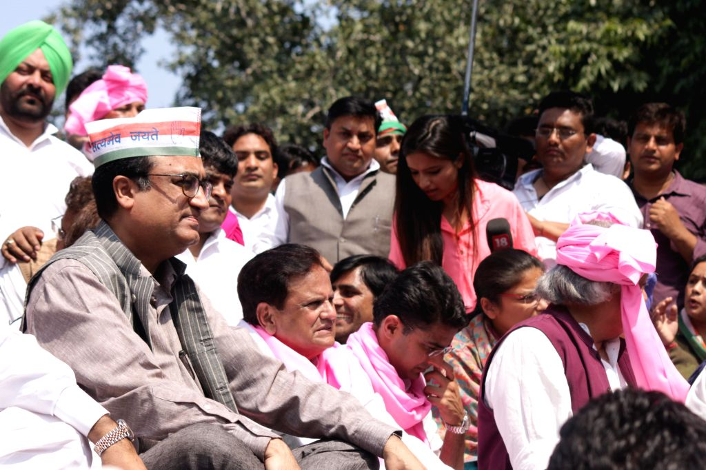 Congress leaders Ajay Maken, Ahmed Patel and others during a demonstration against the Land Acquisition Bill at Jantar Mantar in New Delhi, on March 16, 2015. - Ahmed Patel
