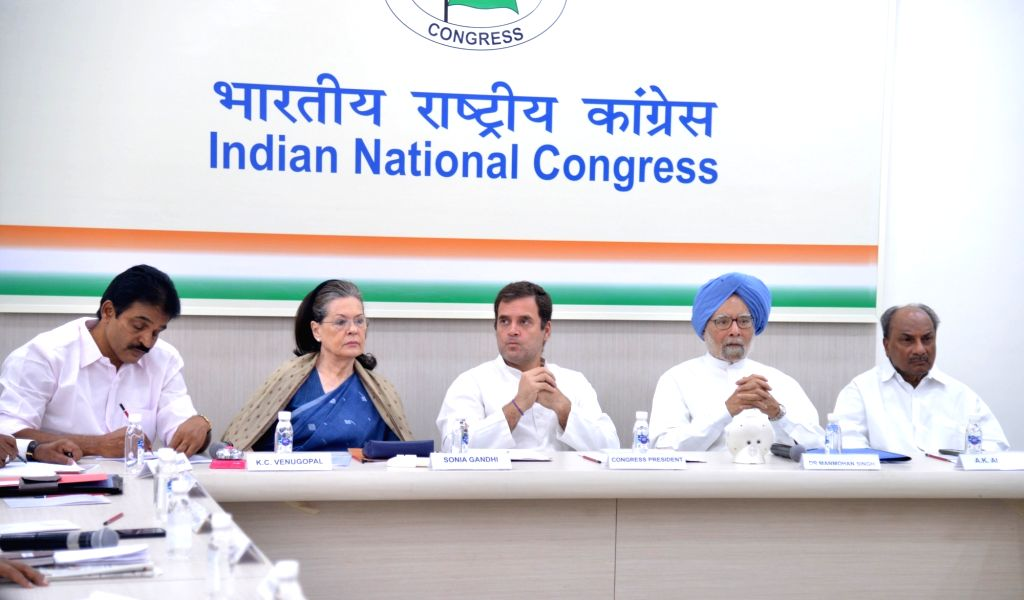 New Delhi: Congress leaders K. C. Venugopal, Sonia Gandhi, Rahul Gandhi, Manmohan Singh and A.K. Antony during the Congress Working Committee (CWC) meeting at the party's headquarters in New Delhi, on May 25, 2019. (Photo: IANS) - Sonia Gandhi, Rahul Gandhi and Manmohan Singh