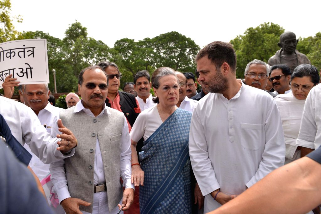 New Delhi: Congress leaders Rahul Gandhi,Sonia Gandhi,Shashi Tharoor and others stage a demonstration against Karnataka and Goa crisis,outside Parliament House in New Delhi, on July 11, 2019. (Photo: IANS) - Shashi Tharoor, Rahul Gandhi and Sonia Gandhi