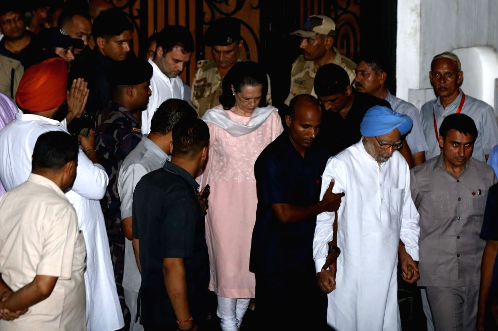 New Delhi: Congress leaders Sonia Gandhi, Manmohan Singh and Rahul Gandhi arrive to pay tribute to ccccccc at his residence in New Delhi on Aug 24, 2019. (Photo: IANS) - Sonia Gandhi, Manmohan Singh and Rahul Gandhi